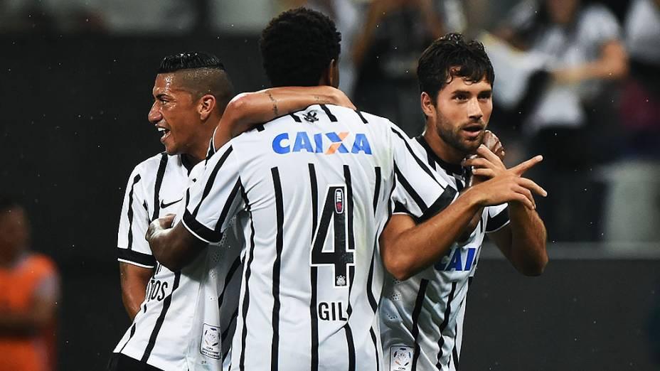 O jogador Felipe do Corinthians comemora gol  durante a partida entre Corinthians BRA e Once Caldas COL válida pela Copa Libertadores da América 2015 no Estádio Arena Corinthians em São Paulo (SP), nesta quarta-feira (04)