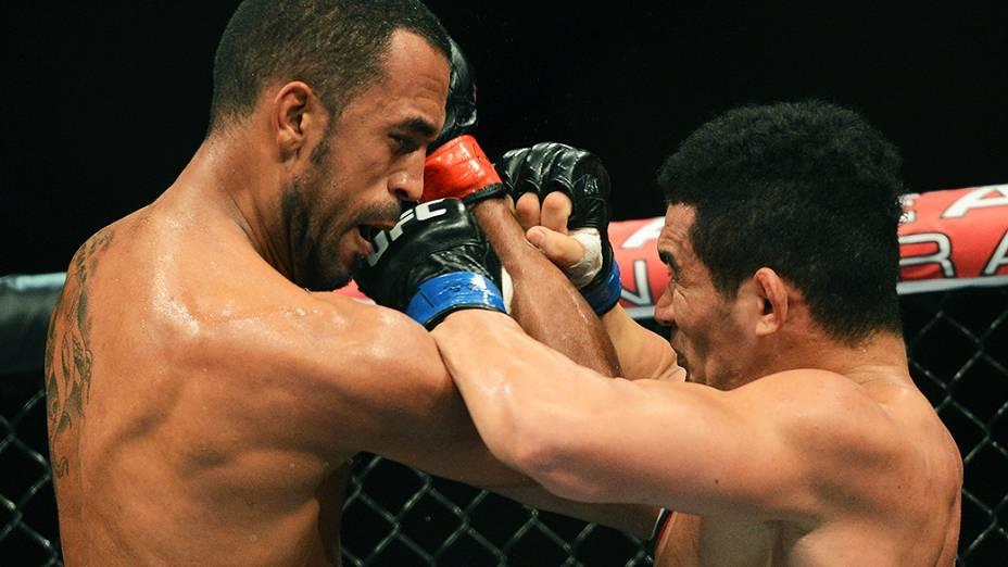 Ednaldo Oliveira e Francimar Bodão durante luta no Ultimate Fighting que volta ao Rio de Janeiro (RJ), para o evento UFC 163, ou simplesmente UFC Rio 4