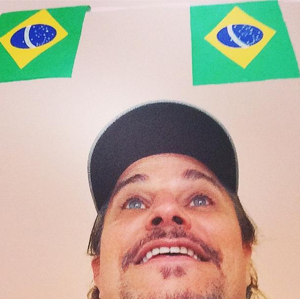 Edson Celulari torce pelo Brasil na partida contra o México
