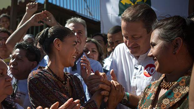 Eduardo Campos e Marina Silva no primeiro dia de campanha, na comunidade Sol Nascente, em Ceilândia, cidade-satélite de Brasília