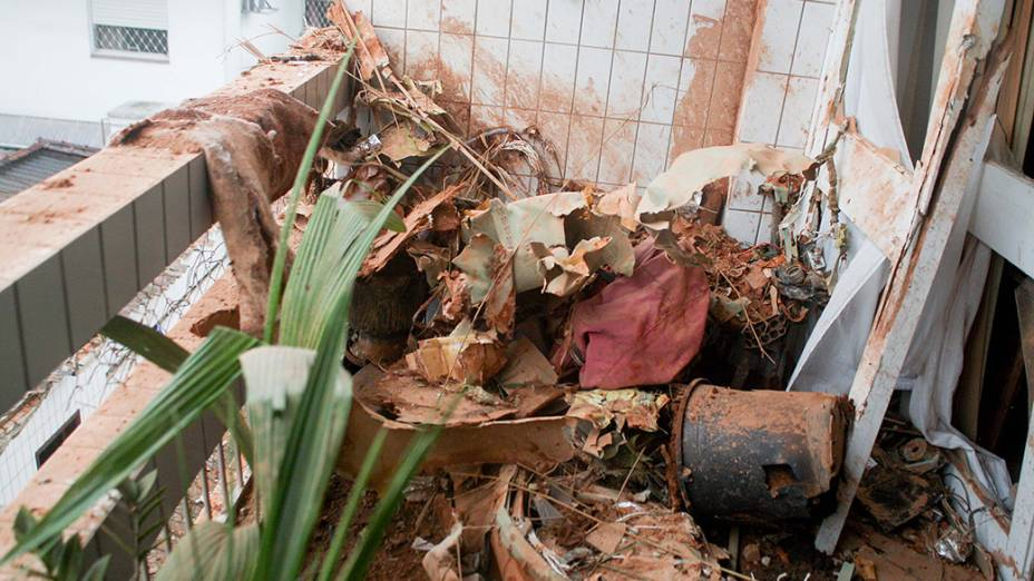 Estragos causados pela queda da aeronave do candidato a presidência pelo PSB, Eduardo Campos, em Santos