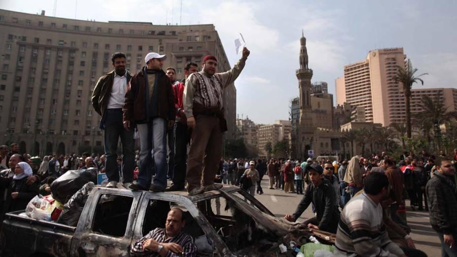 Manifestantes durante protesto na praça Tahrir no Cairo, Egito