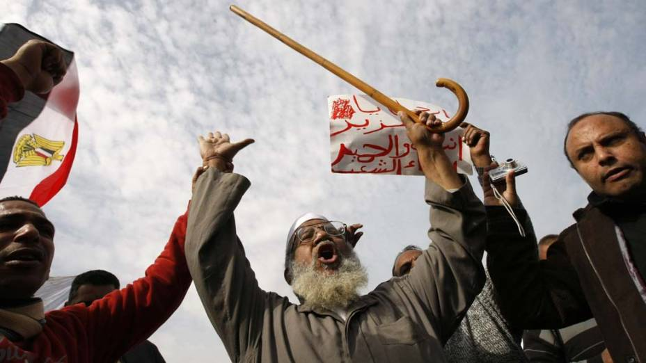 No Cairo, manifestantes durante protesto para a deposição do presidente egípcio Hosni Mubarak