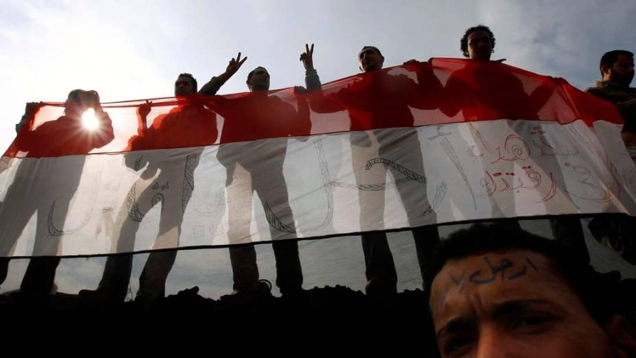 Manifestantes durante o oitavo dia de protestos no Cairo, Egito