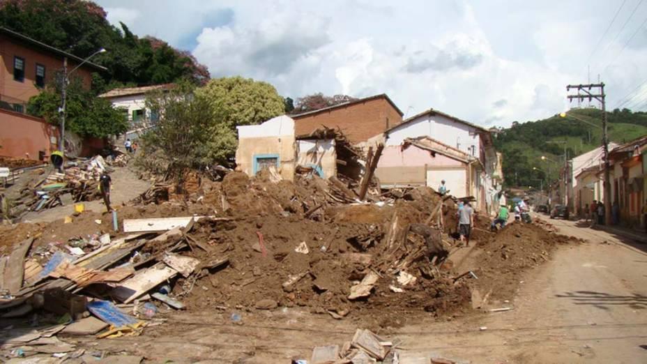 Ela foi uma das construções completamente destruídas durante a grande enchente que atingiu a cidade em 2010