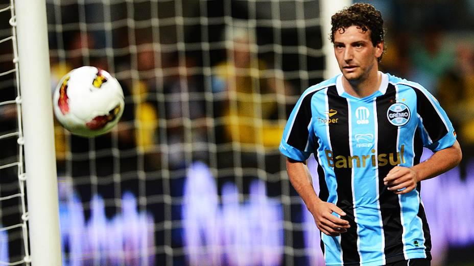 Elano durante partida entre Hamburgo e Grêmio na inauguração da Arena em Porto Alegre