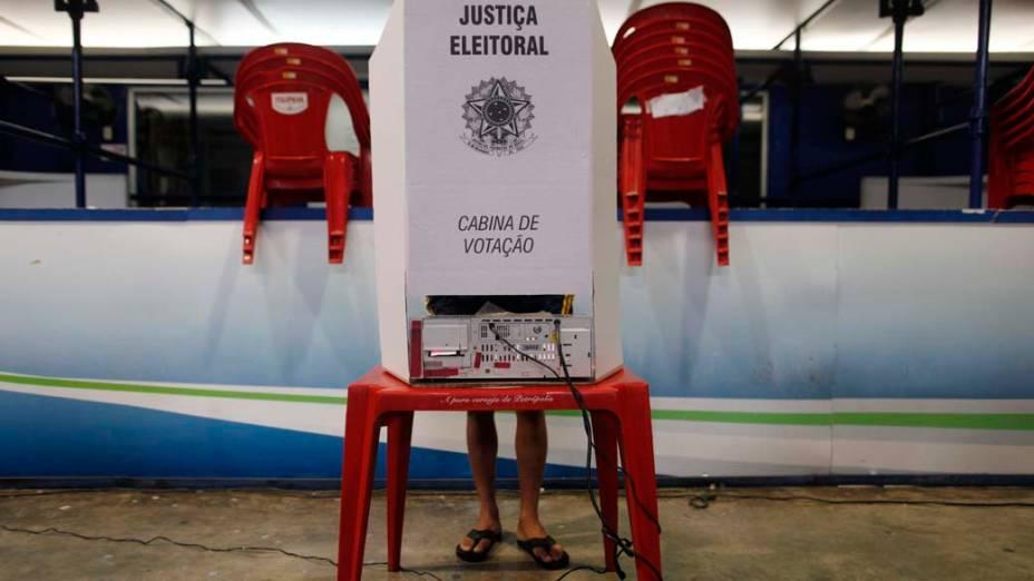 Colégio eleitoral na favela da Rocinha, Rio de Janeiro