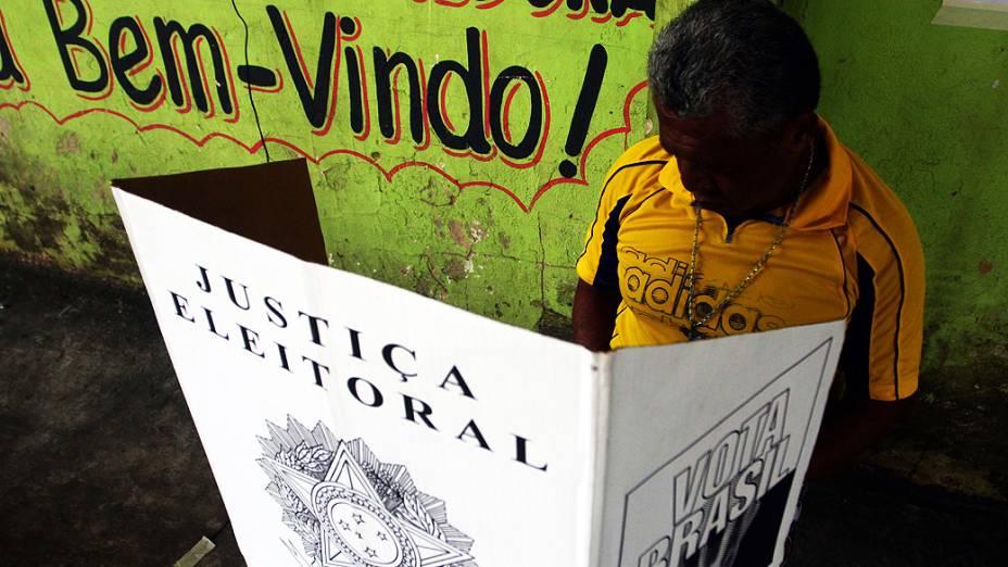 Movimentação de eleitores na cidade de Belém (PA), neste domingo (28)