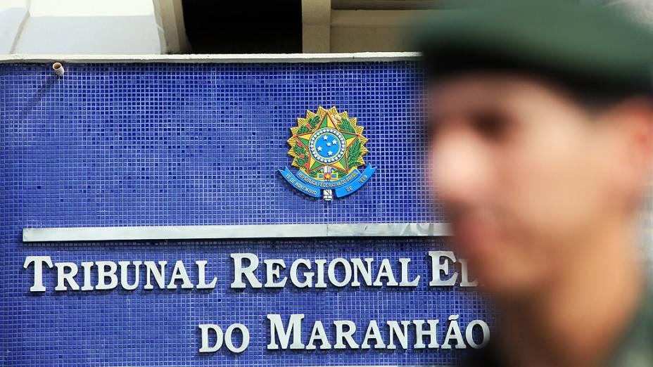 Soldados do Exército fazem a segurança durante o segundo turno das eleições municipais em São Luís, no Maranhão