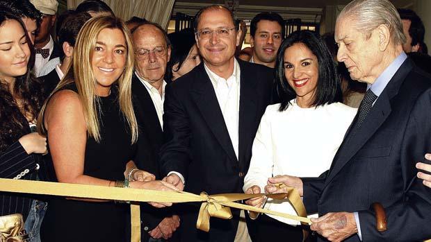 Eliana Tranchesi, o governador Geraldo Alckmin e sua esposa Maria Lúcia Alckmin durante a inauguração da nova loja da Daslu