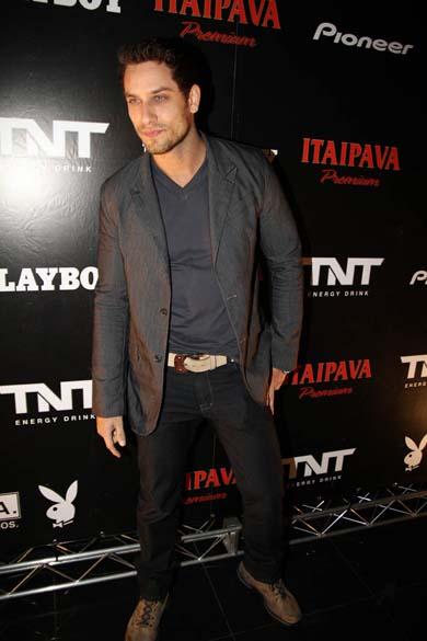 Ex-BBB Elieser na festa de lançamento da revista Playboy em São Paulo