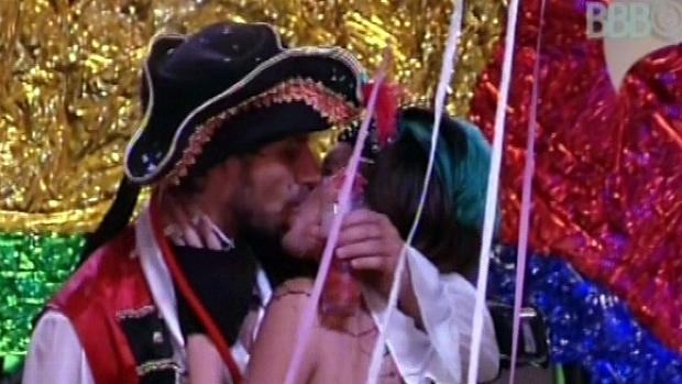 Eliéser e Kamilla: muitos beijos, para tristeza de Marien