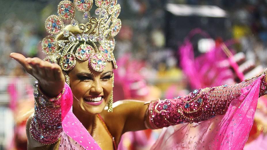 Ellen Rocche durante desfile da Rosas de Ouro