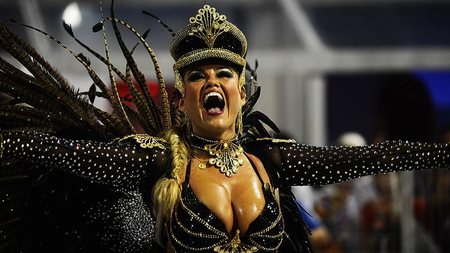 Ellen Rocche, rainha de bateria da Rosas de Ouro, em São Paulo