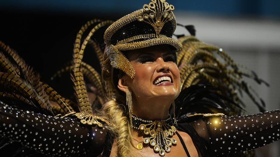 Ellen Rocche, rainha de bateria da Rosas de Ouro