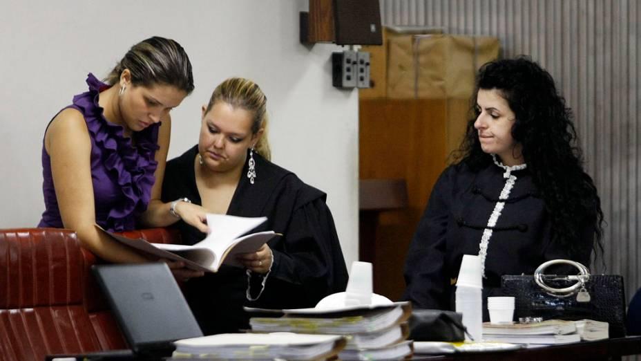 A advogada Ana Lúcia Assad, que defende Lindemberg Alves, no fórum de Santo André, no Grande ABC