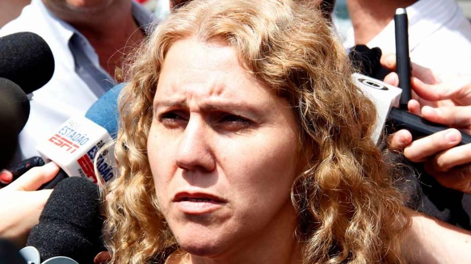 Ana Cristina Pimentel, mãe de Eloá, chega para o segundo dia de julgamento