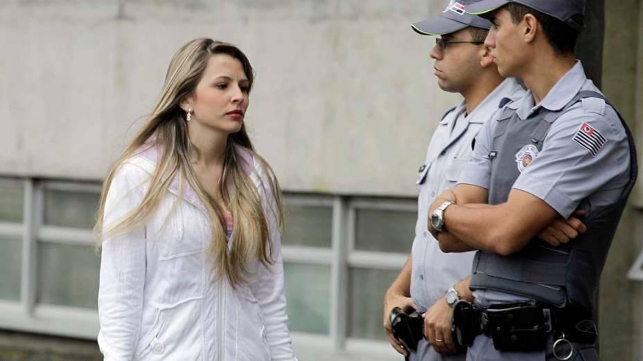 Nayara de Paula, amiga de Eloá, chega ao fórum de Santo André para o primeiro dia de julgamento de Lindemberg Alves