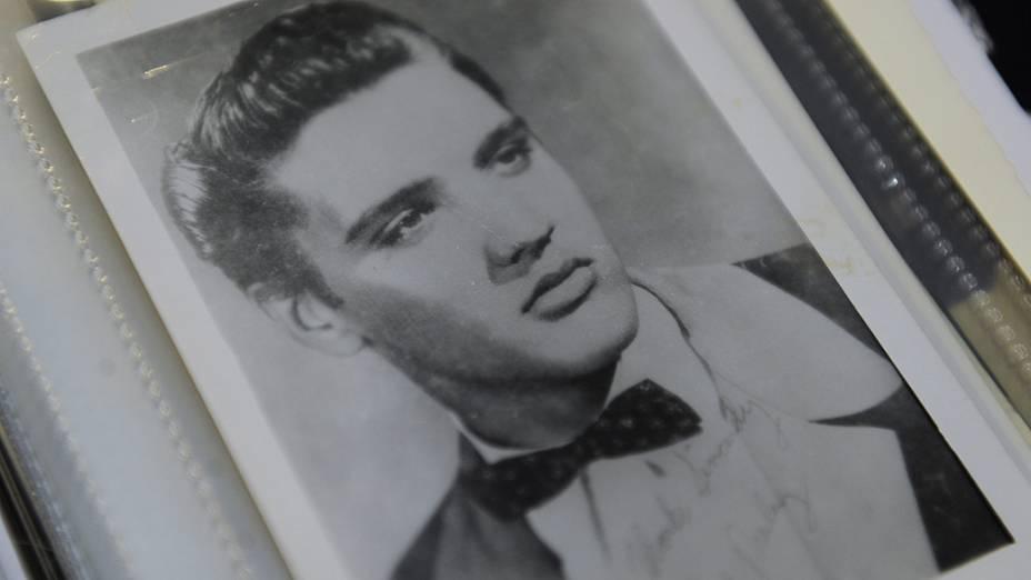 Fãs de Elvis Presley migram para a propriedade do astro em Graceland, nos Estados Unidos, para celebrar o aniversário de 35 anos de sua morte