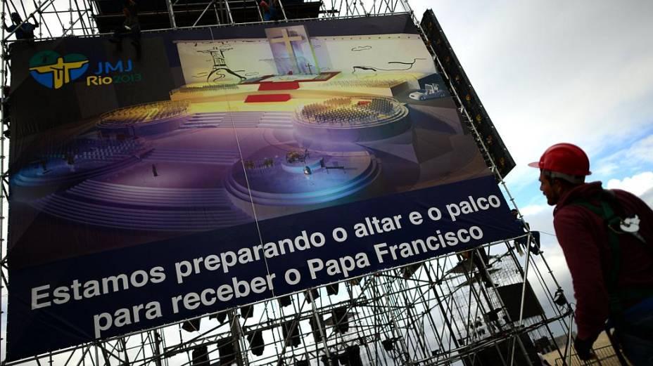 Em Copacabana, papa acompanhará a via-sacra do palco central