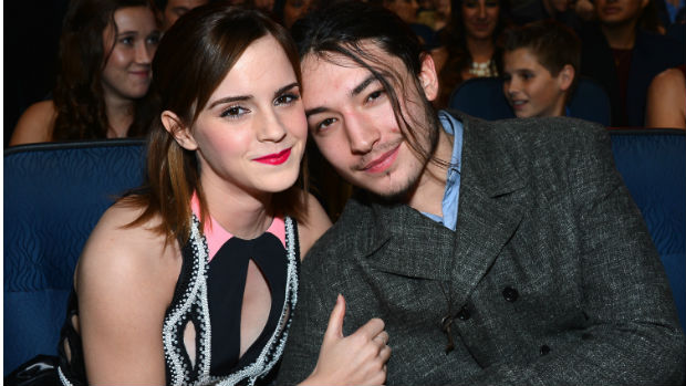 A atriz Emma Watson e o ator Ezra Miller