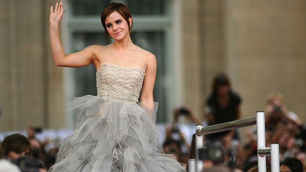 """Pouco tempo depois, a atriz Emma Watson cortou os cabelos curtos e começou a se livrar da imagem """"menininha"""" para tornar-se um mulherão"""