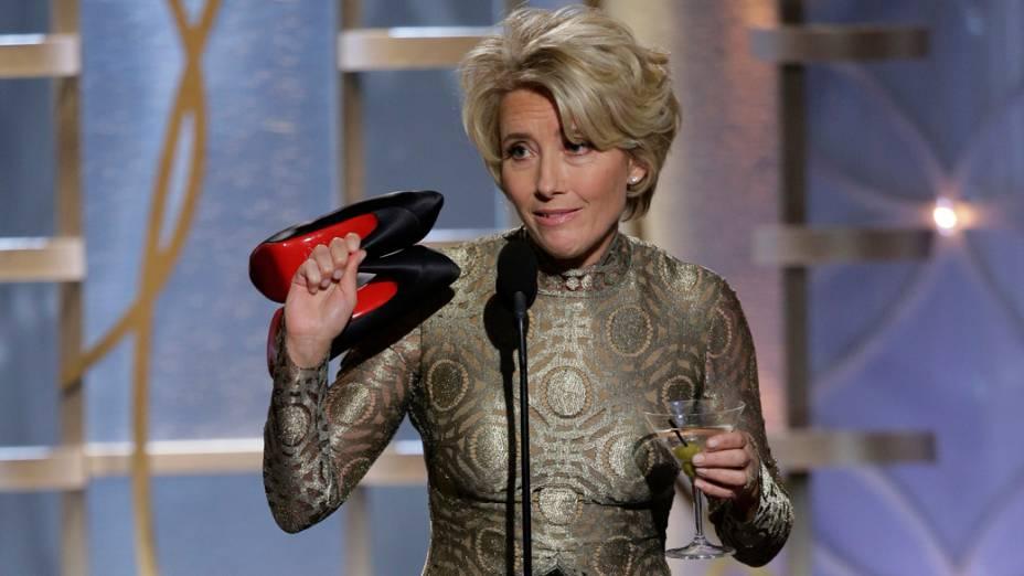 Bem à vontade no Globo de Ouro, com bebida numa mão e sapatos na outra, Emma Thompson destila o melhor do seu humor britânico: ela diz que a sola de seu par de Louboutin leva o vermelho do seu sangue