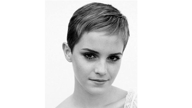 Emma Watson publicou no seu perfil do Facebook uma foto com seu novo corte de cabelo