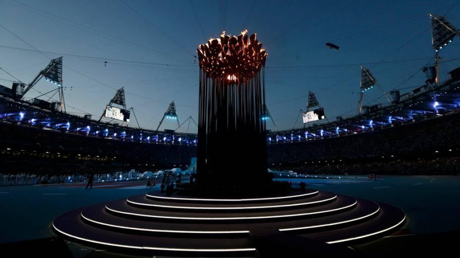 Pira olímpica antes da festa de encerramento dos Jogos Olímpicos de Londres 2012
