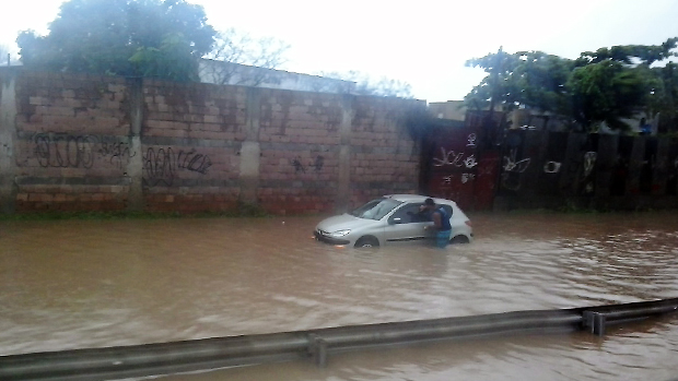 Enchente na rodovia Washington Luís, na altura de Duque de Caxias