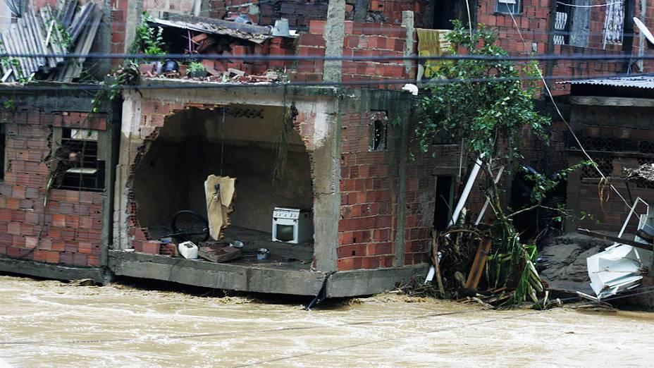 Chuva alagou cidades da região e deixou um morto Xerém, área de Duque de Caxias (RJ)