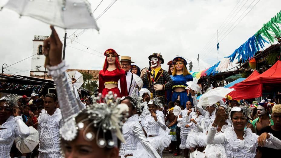 Tradição em Olinda, Bonecos Gigantes desfilam há 26 anos na cidade