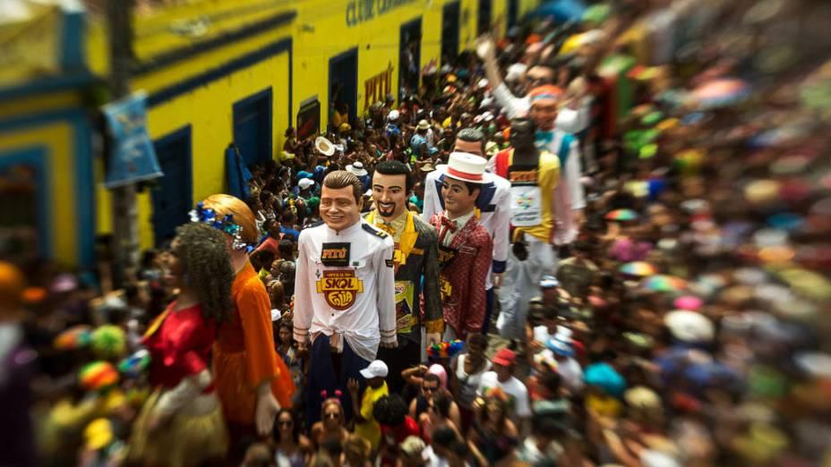 Bonecos Gigantes arrastam multidão em Olinda