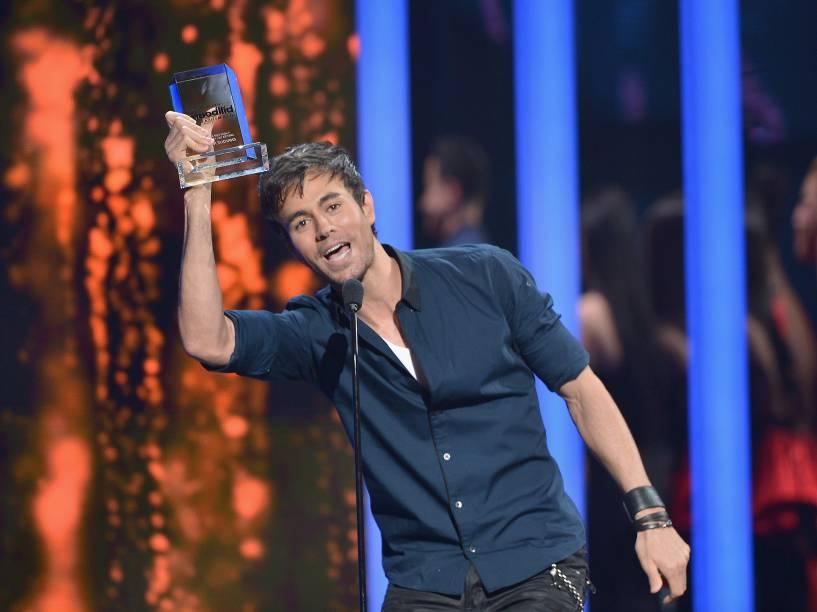 Enrique Iglesias recebe prêmio na Billboard da Música Latina 2015