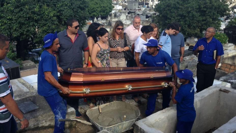 Enterro do coronel da reserva Paulo Malhães, neste sábado, 26 de abril, no cemitério de Nova Iguaçu, na Baixada Fluminense