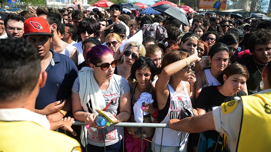 Público aguarda abertura dos portões no segundo dia do Rock in Rio 2013