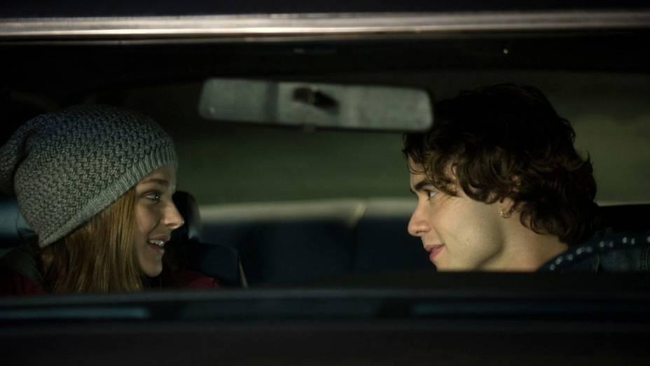Os atores Chloë Grace Moretz e Jamie Blackley em cena do filme Se Eu Ficar