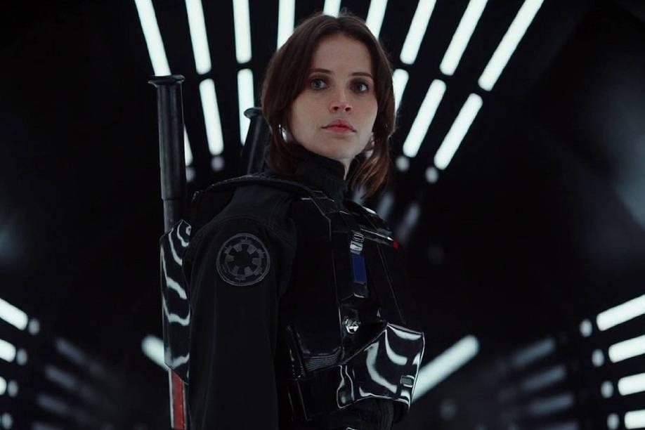 A atriz Felicity Jones em cena do filme Star Wars: Rogue One
