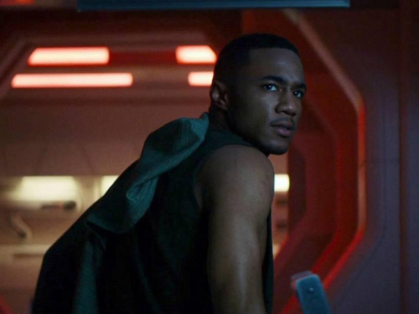 O ator Jessie T. Usher em cena do filme Independence Day - O Ressurgimento