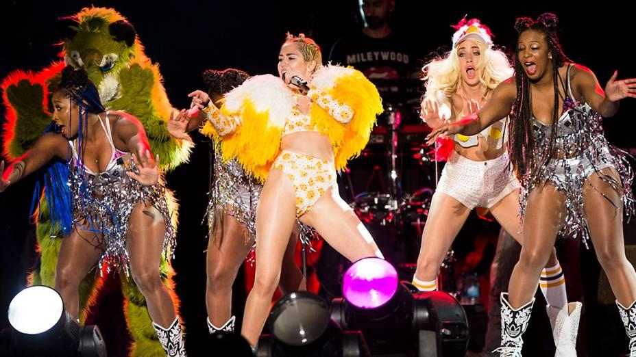 A cantora Miley Cyrus se apresenta no Anhembi, em São Paulo