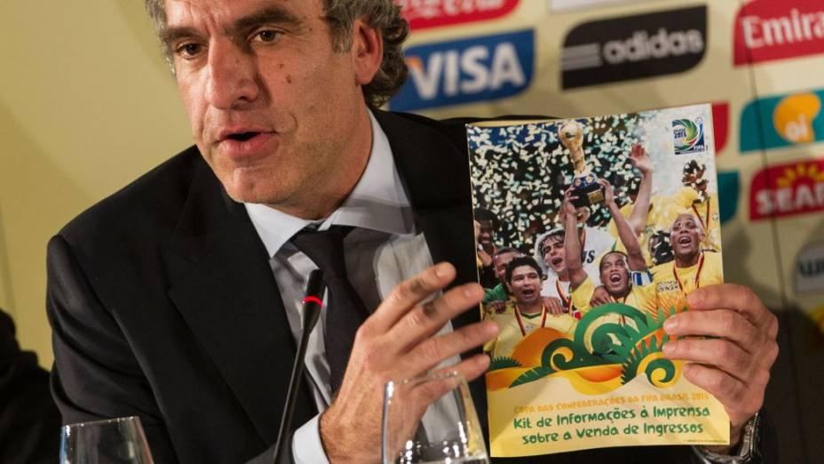 Walter De Gregorio, da Fifa, no anúncio das sedes da Copa das Confederações de 2012, no Museu do Futebol, em São Paulo