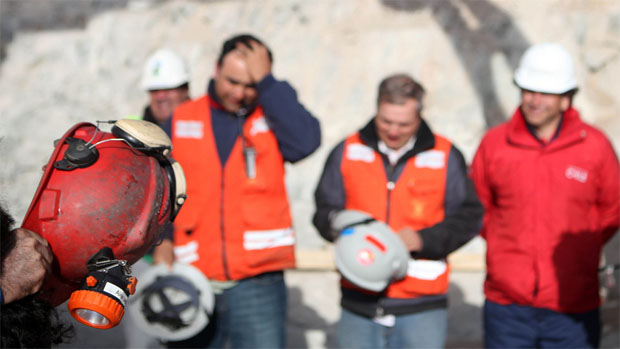 Equipe de resgate trabalha incansavelmente: resgate se aproxima do final