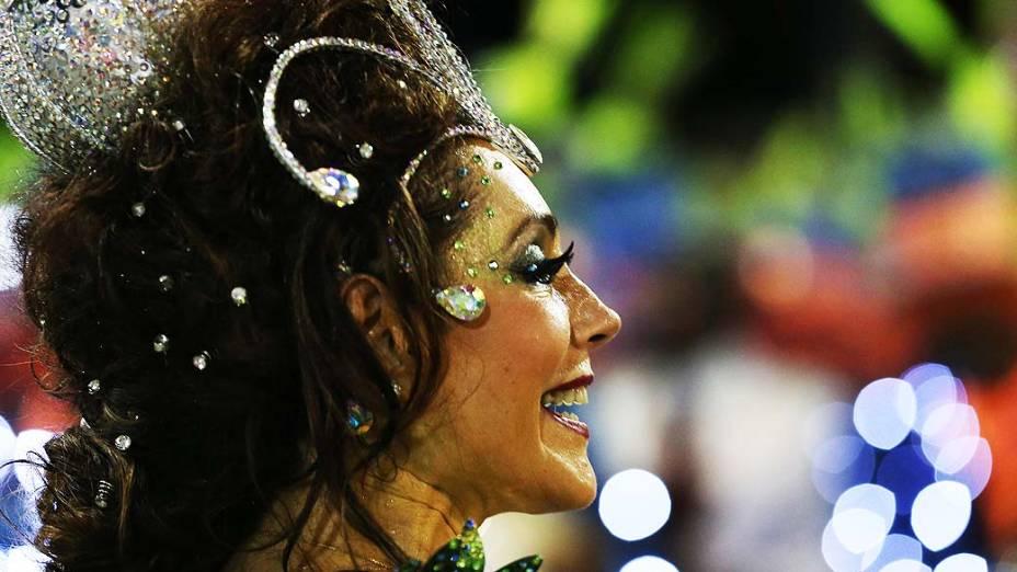 A atriz Christiane Torloni durante desfile da Escola de Samba Acadêmicos do Grande Rio pelo Grupo Especial, no Sambódromo Marquês de Sapucaí no Rio de Janeiro (RJ), neste domingo (02)