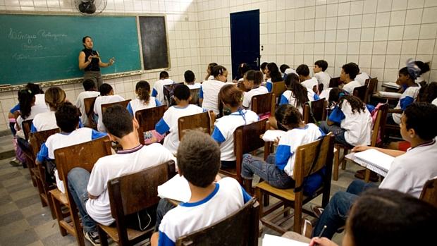 Mais gastos melhoram o desempenho educacional?