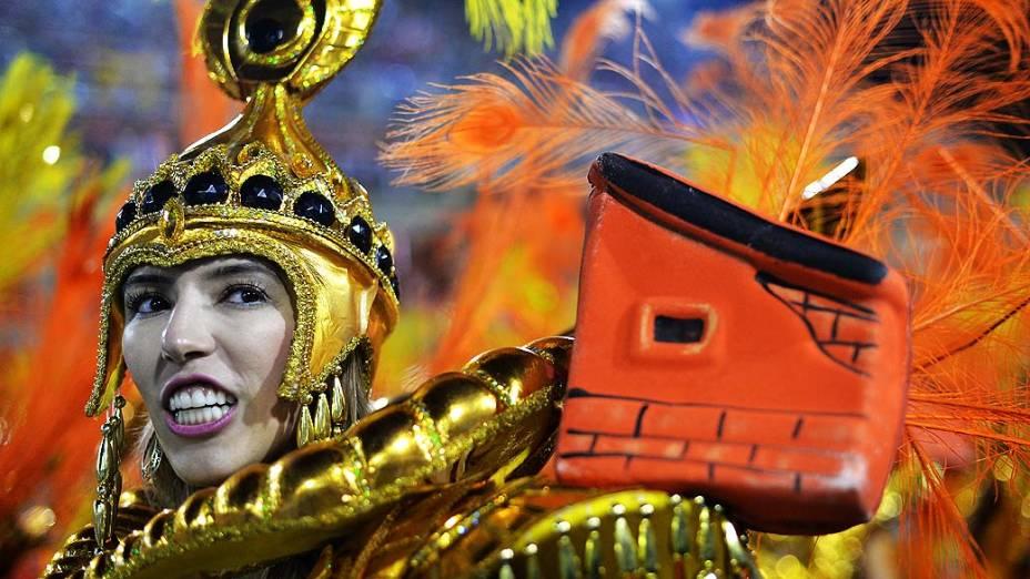 Desfile da Escola de Samba São Clemente pelo Grupo Especial, no Sambódromo Marquês de Sapucaí no Rio de Janeiro (RJ), neste domingo (02)