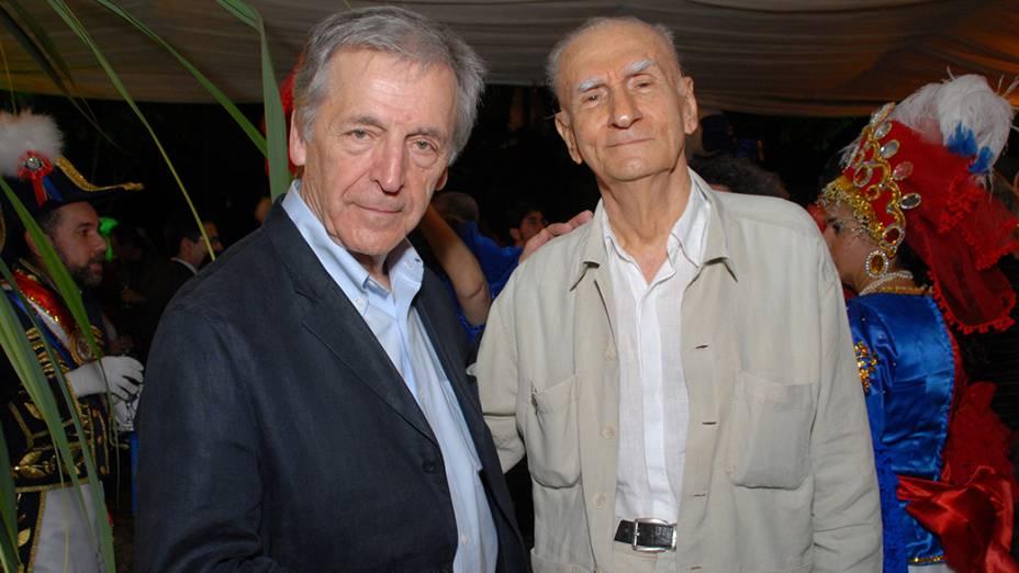 Ariano Suassuna e Constantin Costa-Gavras, durante a  Décima Terceira edição do Festival Audiovisual do Recife, no Teatro Guararapes, em 2009