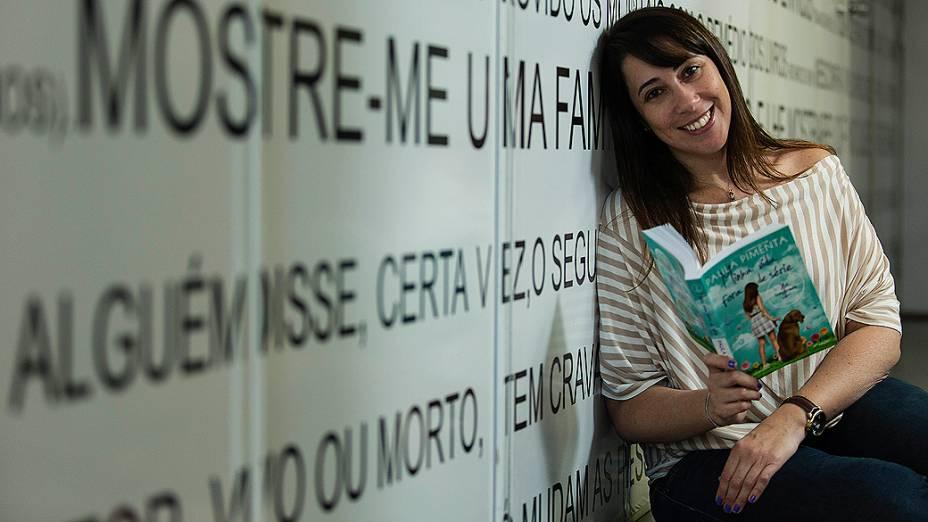 Paula Pimenta e seu livro Minha Vida Fora de Série - 1ª Temporada