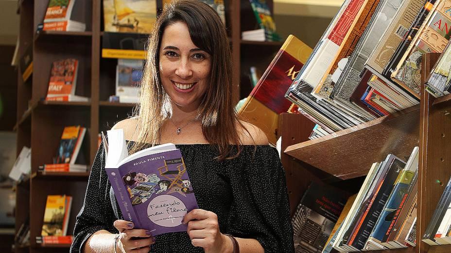 Paula Pimenta durante o lançamento do livro Fazendo Meu Livro 4 - Fani em Busca do Final Feliz em Porto Alegre
