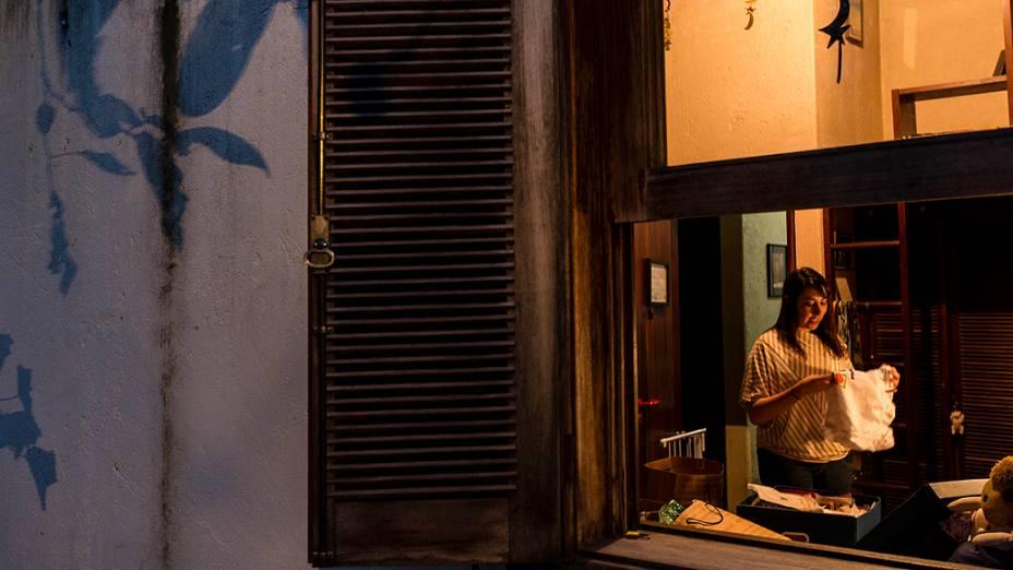 Paula Pimenta durante sessão de autógrafos em Porto Alegre