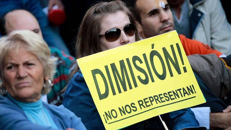 Espanha tem protesto contra austeridade diante do Parlamento, nesta terça-feira(23)